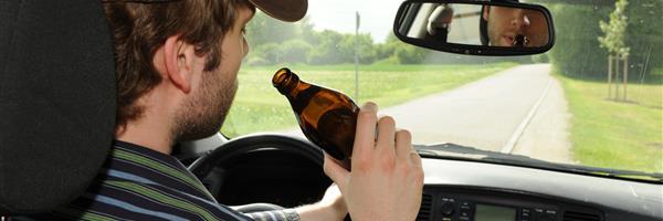Bild: Alkohol am Steuer