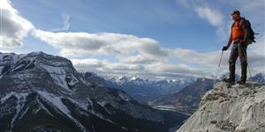 Bild: Bergwanderer auf Gipfel