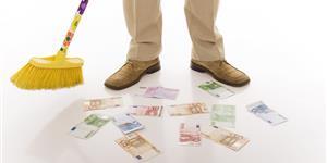 Bild: Besen kehrt Geld