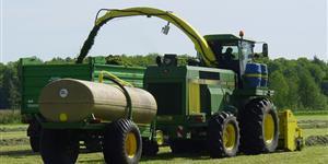 Bild: Biogasanlage - Traktor