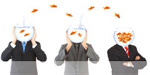 Bild: Drei Männer mit Goldfischgläsern