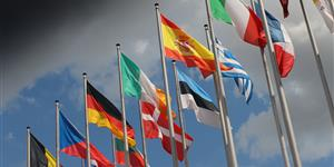 Bild: Europaflaggen vor aufziehendem Unwetter