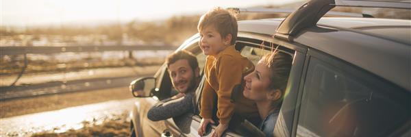 Bild: Familie im Auto