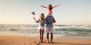 Bild: Familie im Urlaub am Strand