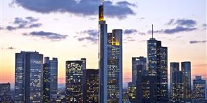 Bild: Frankfurt in der Dämmerung