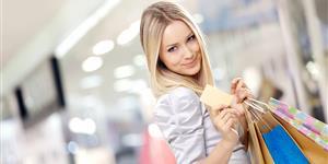 Bild: Frau mit Einkaufstüten