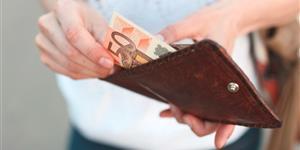 Bild: Geldschein im Geldbeutel