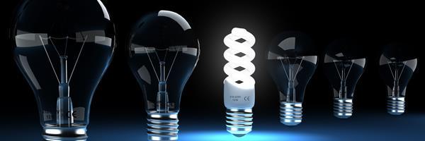 Bild: Glühbirne und Energiesparlampe