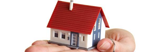 Bild: Hand mit Haus und Schlüsseln