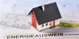 Bild: Haus auf Bauplan