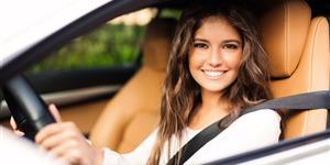 Bild: Junge Frau Fahranfänger Auto fahren Lenkrad Führerschein