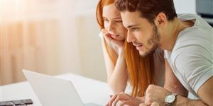 Bild: Junge Paar am Laptop