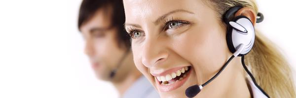 Bild: Lächelnde Frau mit Headset