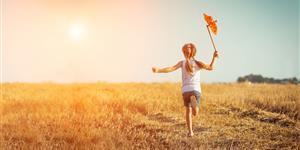 Bild: Mädchen mit Windrad