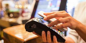 Bild: Mobiles Bezahlen mit NFC