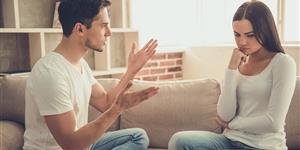Bild: Paar streitet zu Hause