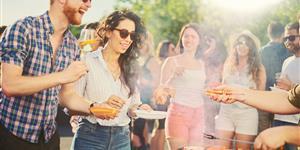 Bild: Party mit Grillen
