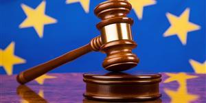 Bild: Richterhammer und EU Fahne