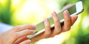 Bild: Smartphone in der Hand