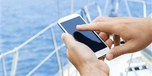 Bild: Smartphone-Nutzung auf hoher See