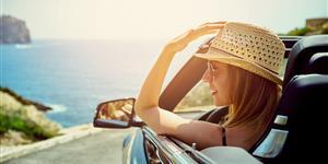 Bild: Sommer: Frau im Cabrio