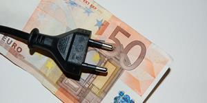 Bild: Stromstecker mit 50 Euroschein