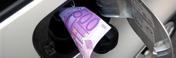 Bild: Tank mit Geldschein