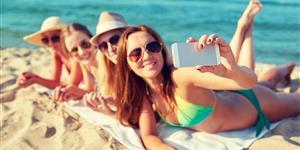 Bild: Teenager Mädchen Strand Urlaub Selfie Smartphone