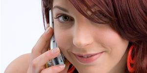 Bild: Telefonierende Frau mit Handy
