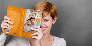 Bild: Verivox Verbraucherratgeber rothaarige Frau Buch