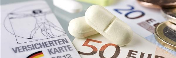 Bild: Versichertenkarte, Geld, Pillen