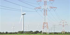 Bild: Windräder und Stromleitungen