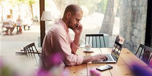 Bild: WLAN Hotspot Laptop Smartphone Freelancer Café