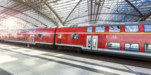Bild: Zug im Berliner Hauptbahnhof